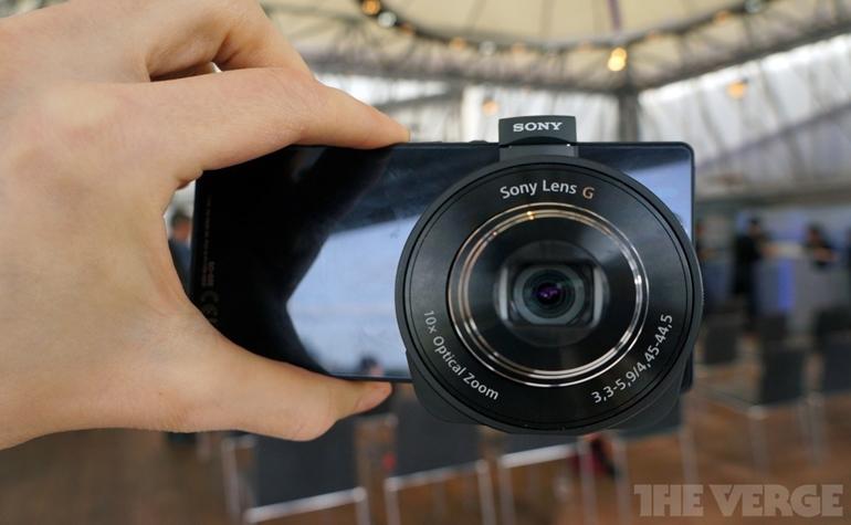 «Умная линза» QX от Sony превращает смартфон в профессиональную фотокамеру