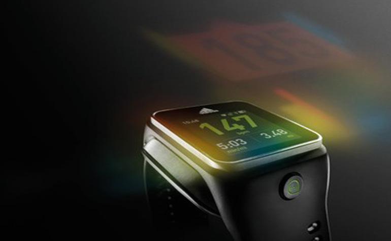 Adidas выпустила свои «умные часы»