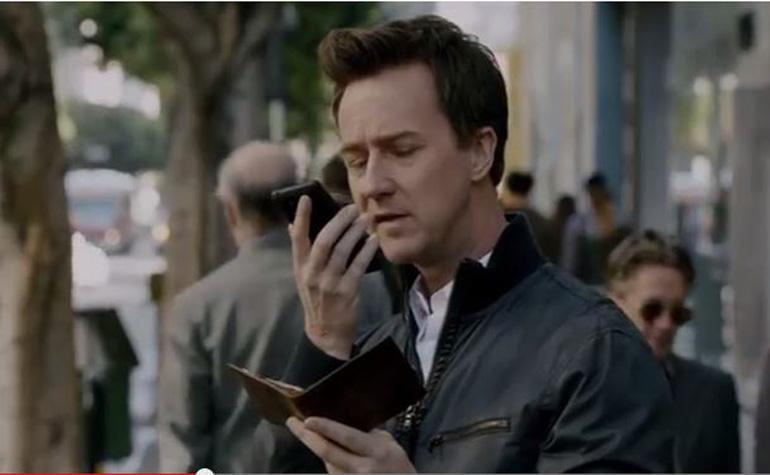 Motorola сняла Нортона в рекламе