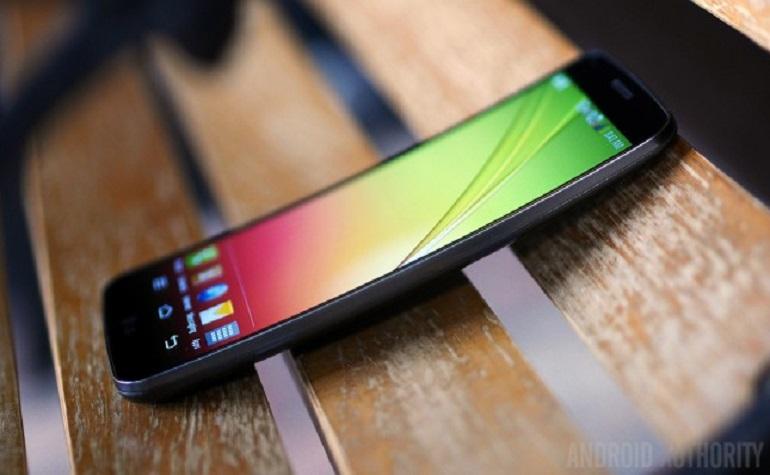 LG G Flex обновится до Android 4.4 KitKat и 4К видео