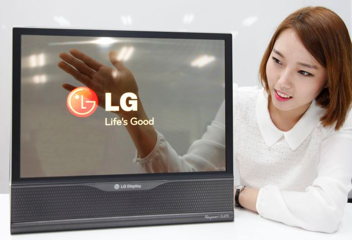 LG продемонстрировала дисплей, который сворачивается в трубочку