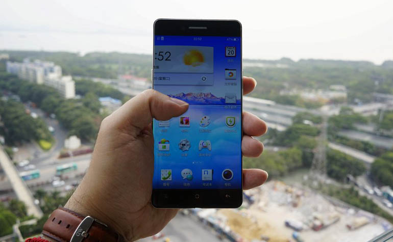 Новый смартфон OPPO R7 с безрамочным экраном