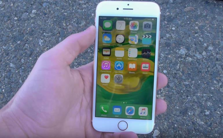 iPhone 6s под колесом мотоцикла