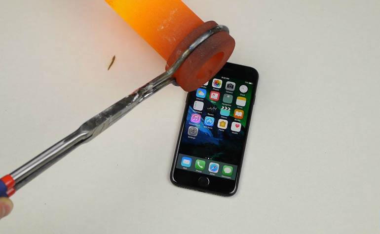тест iPhone 7 расплавленным золотом