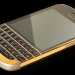 Британская компания Goldgenie представила золотой BlackBerry Q10