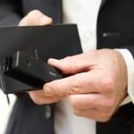 Sony выводит на рынок мини-гарнитуру Smart Bluetooth Handset