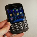 BlackBerry запускает продажи нового флагмана Q10